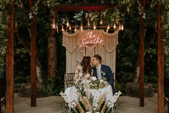 The best bridal table and chairs rental Austin Texas